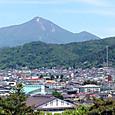 2015年5月22日 鶴ヶ城から見る磐梯山と飯盛山